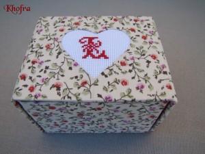 modèle broderie pour couvrir une boite en cartonnage