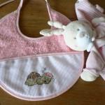 modèle broderie bavoir bébé