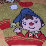 grille broderie sur tricot